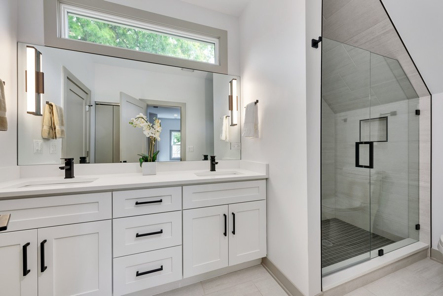 Real Estate Photography - 1847 W Cornelia Ave, Coach house, Chicago, IL, 60657 - Master Bathroom