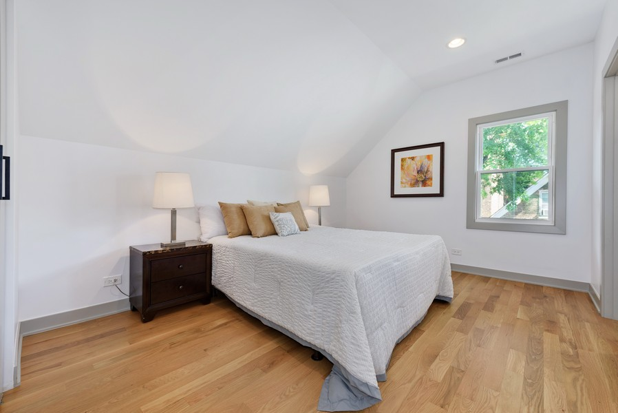 Real Estate Photography - 1847 W Cornelia Ave, Coach house, Chicago, IL, 60657 - Master Bedroom