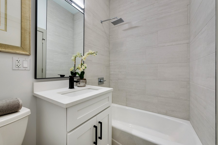 Real Estate Photography - 1847 W Cornelia Ave, Coach house, Chicago, IL, 60657 - Guest Bathroom