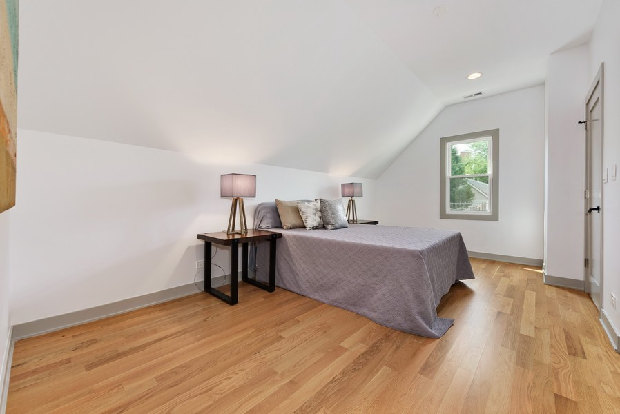 Real Estate Photography - 1847 W Cornelia Ave, Coach house, Chicago, IL, 60657 - 2nd Bedroom