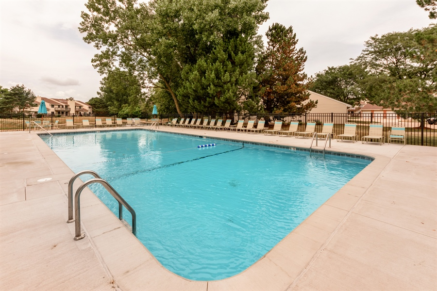 Real Estate Photography - 224 Winding Oak Ln, Buffalo Grove, IL, 60089 - Pool