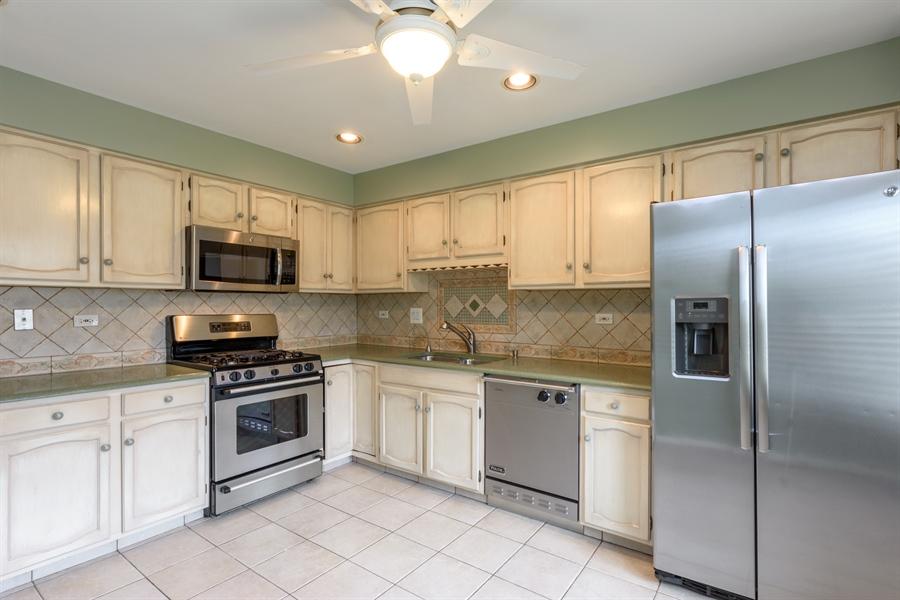 Real Estate Photography - 224 Winding Oak Ln, Buffalo Grove, IL, 60089 - Kitchen