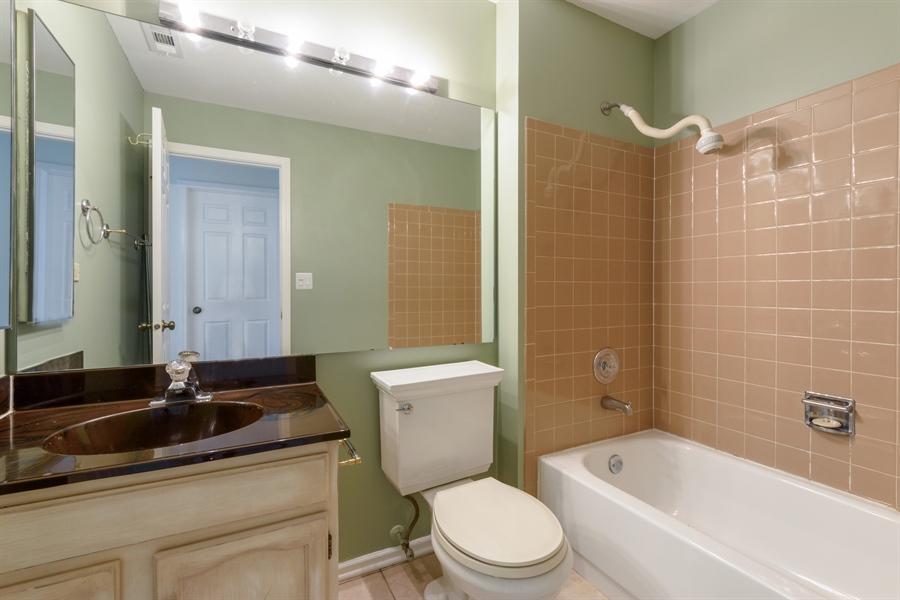 Real Estate Photography - 224 Winding Oak Ln, Buffalo Grove, IL, 60089 - 2nd Bathroom