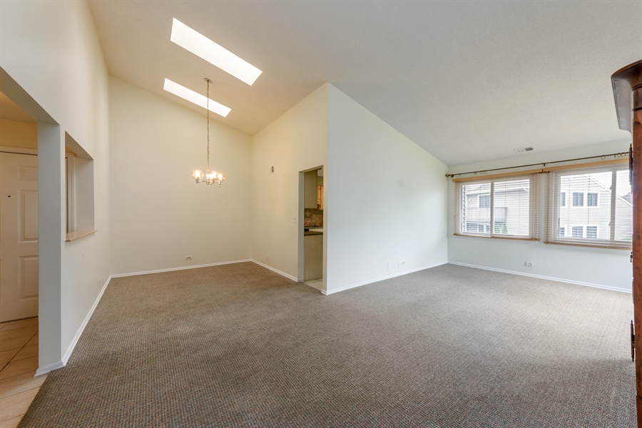 Real Estate Photography - 224 Winding Oak Ln, Buffalo Grove, IL, 60089 - Living Room / Dining Room