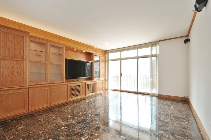 Real Estate Photography - 21 W Chestnut Street, unit 1102, Chicago, IL, 60610 - Living Room