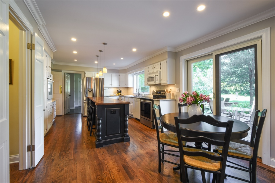 Real Estate Photography - 544 Rob Roy Court, Inverness, IL, 60067 - Kitchen | Breakfast Area