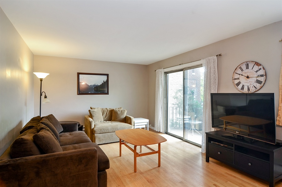 Real Estate Photography - 1510 Greenleaf, 2A, Chicago, IL, 60626 - Living Room