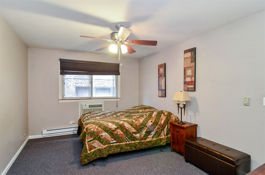 Real Estate Photography - 1510 Greenleaf, 2A, Chicago, IL, 60626 - Master Bedroom