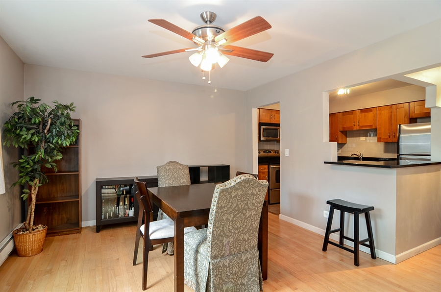 Real Estate Photography - 1510 Greenleaf, 2A, Chicago, IL, 60626 - Dining Room