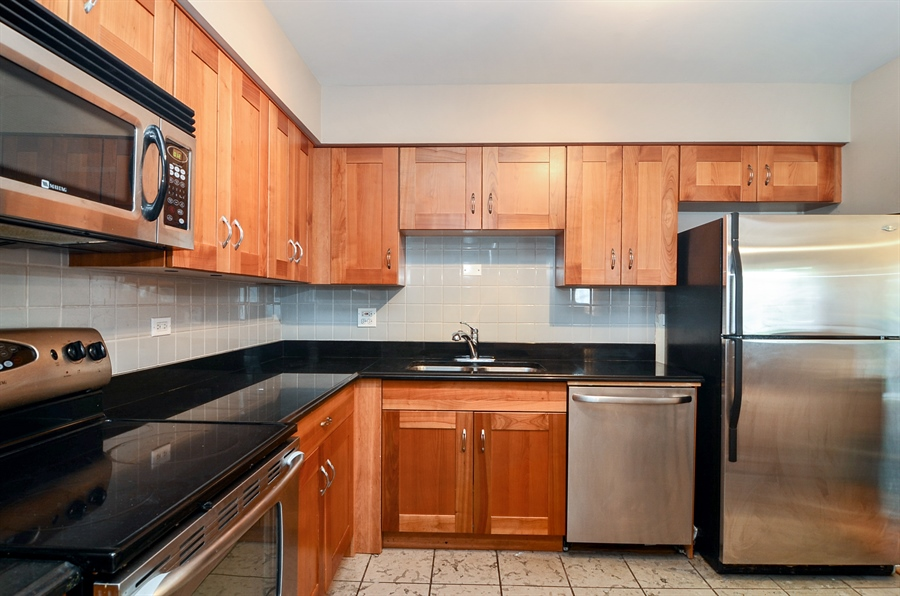 Real Estate Photography - 1510 Greenleaf, 2A, Chicago, IL, 60626 - Kitchen