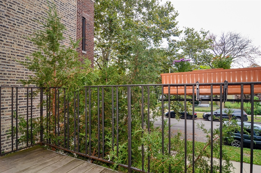 Real Estate Photography - 1510 Greenleaf, 2A, Chicago, IL, 60626 - Balcony