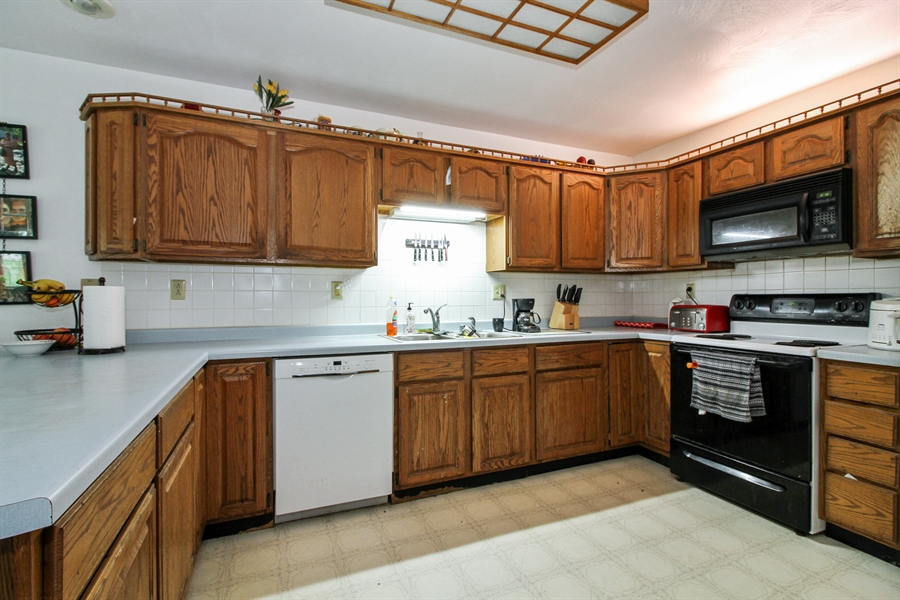 Real Estate Photography - 5754 HWY 11, A&B, Delavan, WI, 53115 - Kitchen
