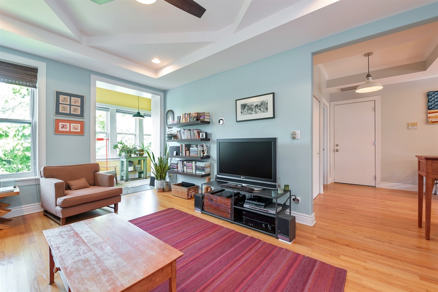 Real Estate Photography - 7021 N. Greenview, 3S, Chicago, IL, 60626 - Living Room