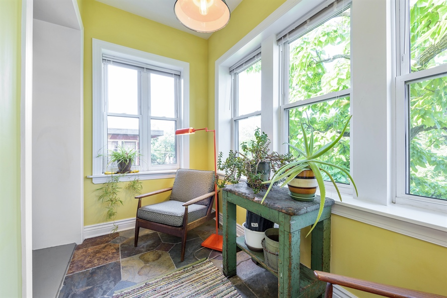 Real Estate Photography - 7021 N. Greenview, 3S, Chicago, IL, 60626 - Den/Sunroom