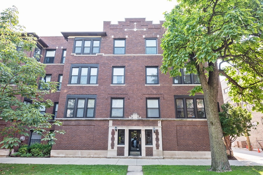 Real Estate Photography - 7021 N. Greenview, 3S, Chicago, IL, 60626 - Front View