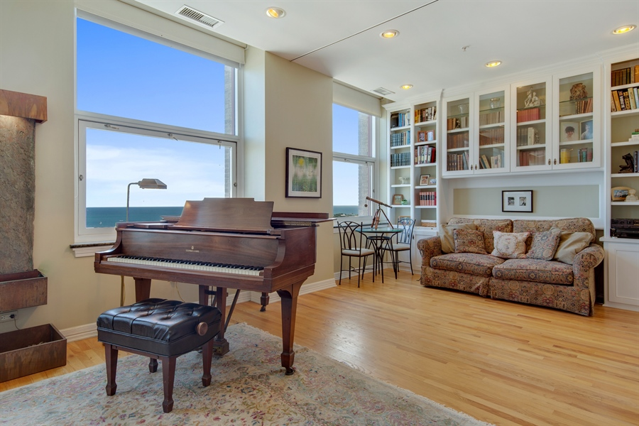 Real Estate Photography - 330 S Michigan Ave, Unit 1906, Chicago, IL, 60604 - Sitting Room