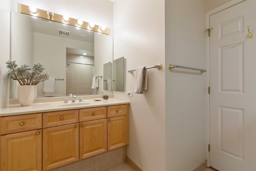 Real Estate Photography - 330 S Michigan Ave, Unit 1906, Chicago, IL, 60604 - Guest Bathroom