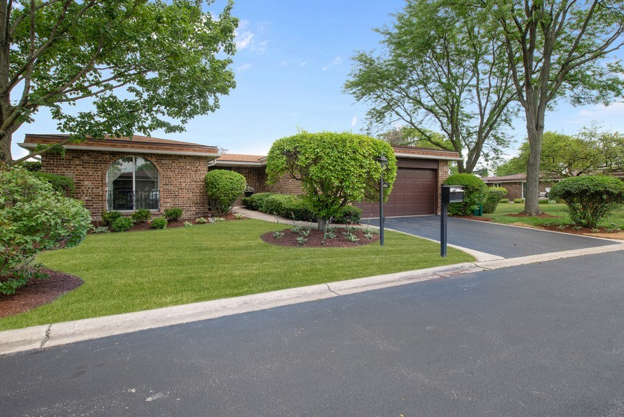 Real Estate Photography - 2381 El Cid Ln., Northbrook, IL, 60062 - Front View