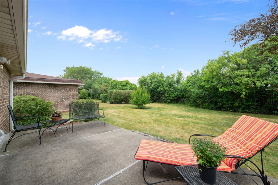Real Estate Photography - 2381 El Cid Ln., Northbrook, IL, 60062 - Patio