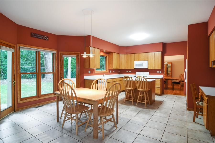 Real Estate Photography - 289 Lions Ct, Lake Zurich, IL, 60047 - Kitchen / Breakfast Room