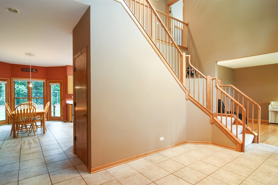 Real Estate Photography - 289 Lions Ct, Lake Zurich, IL, 60047 - Foyer