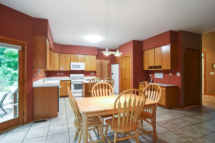 Real Estate Photography - 289 Lions Ct, Lake Zurich, IL, 60047 - Kitchen