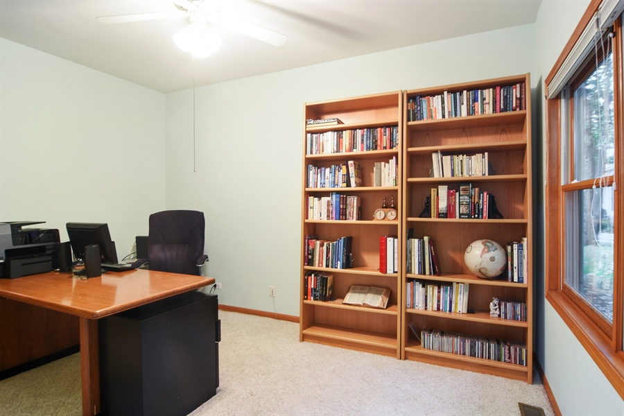 Real Estate Photography - 289 Lions Ct, Lake Zurich, IL, 60047 - Office