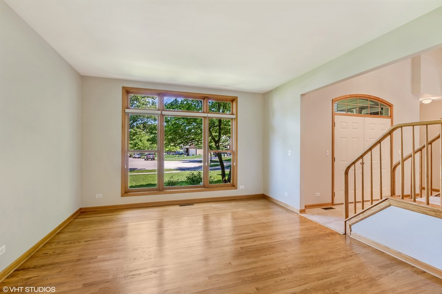Real Estate Photography - 289 Lions Ct, Lake Zurich, IL, 60047 -