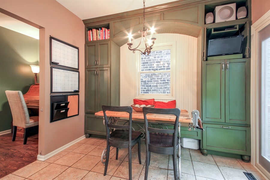 Real Estate Photography - 2028 N. Wolcott, Chicago, IL, 60614 - Kitchen