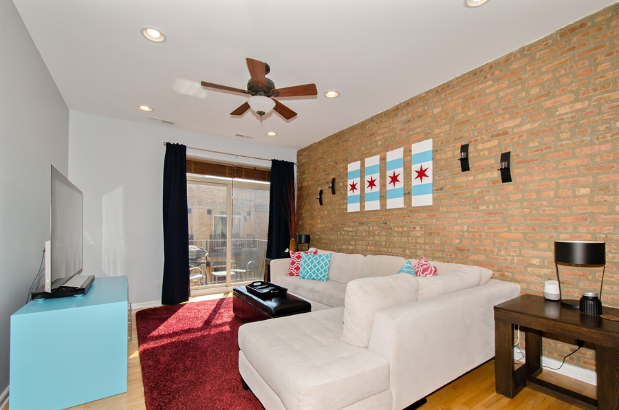 Real Estate Photography - 1641 W. Farwell Ave., 3S, Chicago, IL, 60626 - Living Room