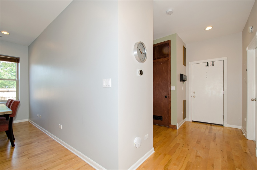 Real Estate Photography - 1641 W. Farwell Ave., 3S, Chicago, IL, 60626 - Foyer