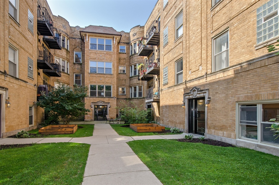 Real Estate Photography - 1641 W. Farwell Ave., 3S, Chicago, IL, 60626 - Front View