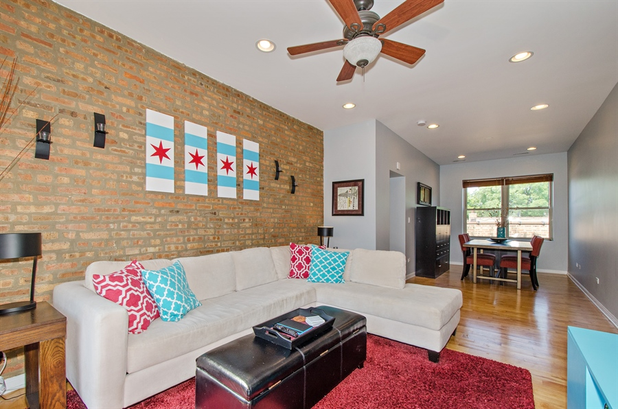 Real Estate Photography - 1641 W. Farwell Ave., 3S, Chicago, IL, 60626 - Living Room / Dining Room