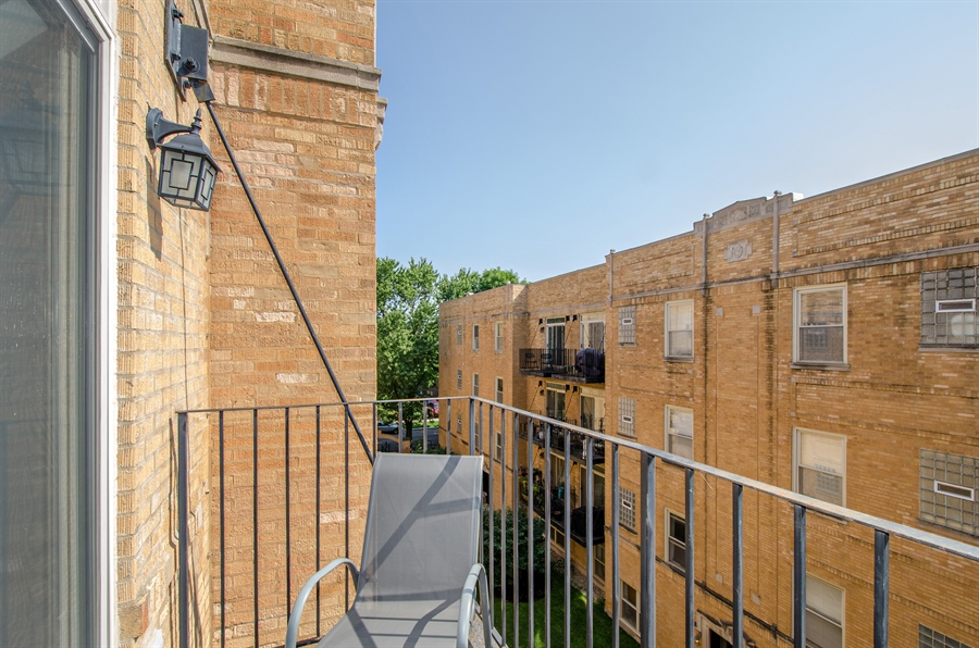 Real Estate Photography - 1641 W. Farwell Ave., 3S, Chicago, IL, 60626 - Balcony