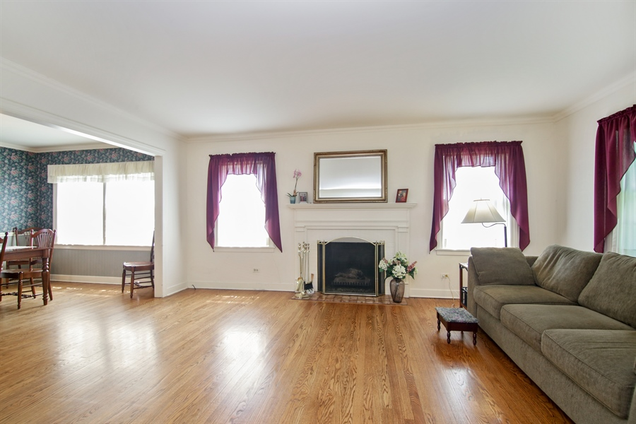 Real Estate Photography - 603 N Hickory Ave, Arlington Heights, IL, 60004 - Living Room
