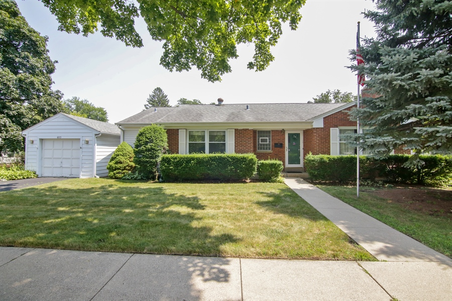 Real Estate Photography - 603 N Hickory Ave, Arlington Heights, IL, 60004 - Front View