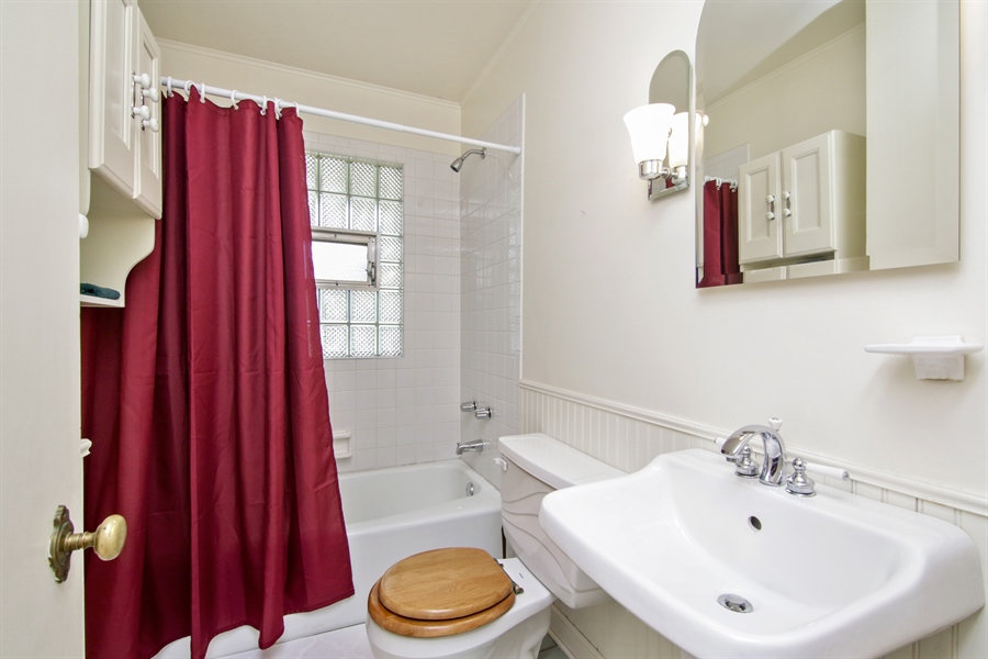Real Estate Photography - 603 N Hickory Ave, Arlington Heights, IL, 60004 - Bathroom