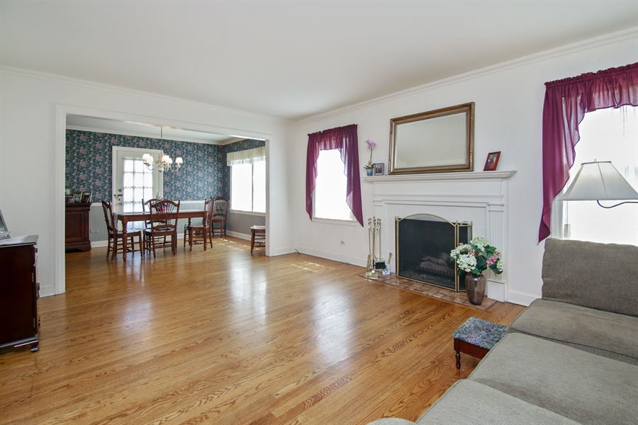 Real Estate Photography - 603 N Hickory Ave, Arlington Heights, IL, 60004 - Living Room / Dining Room