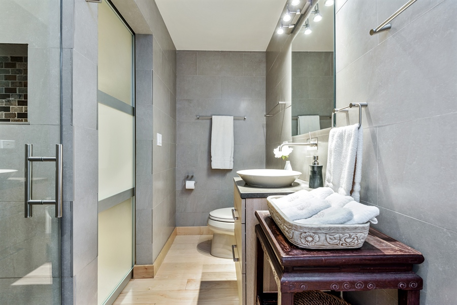 Real Estate Photography - 2 E Erie, 3005, Chicago, IL, 60611 - 3rd Full Hallway Bathroom