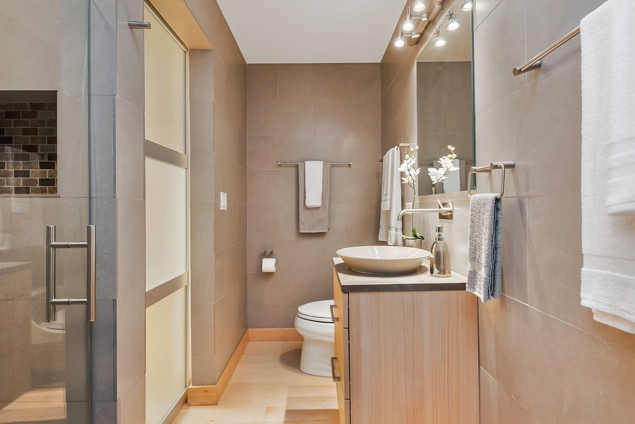 Real Estate Photography - 2 E Erie, 3005, Chicago, IL, 60611 - 3rd Bathroom