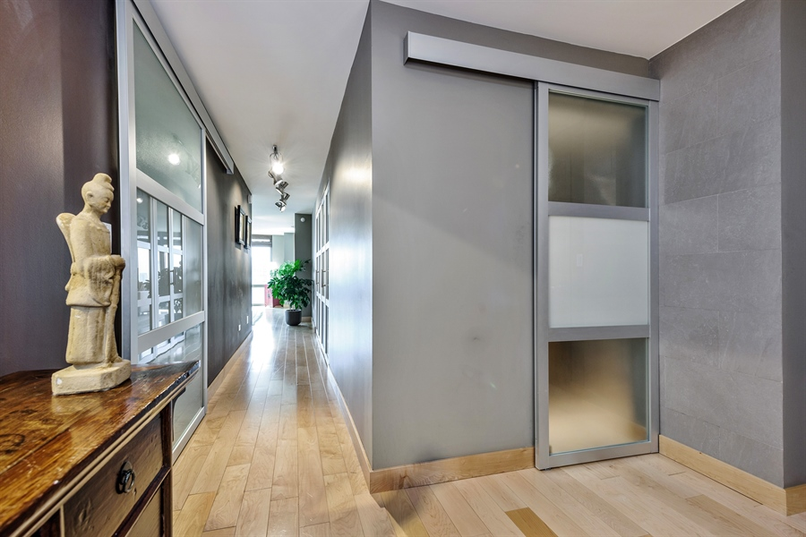 Real Estate Photography - 2 E Erie, 3005, Chicago, IL, 60611 - Entryway