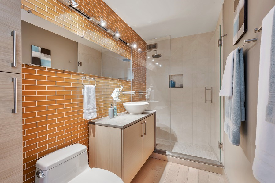 Real Estate Photography - 2 E Erie, 3005, Chicago, IL, 60611 - 2nd Bathroom