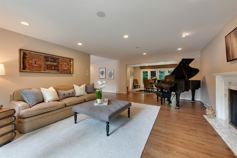 Real Estate Photography - 3004 Indianwood Rd, Wilmette, IL, 60091 - Living Room