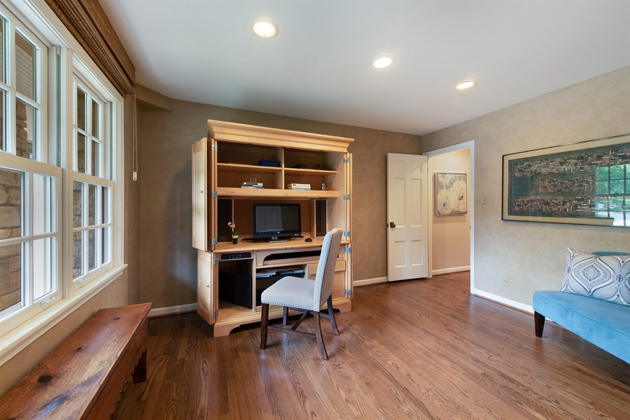 Real Estate Photography - 3004 Indianwood Rd, Wilmette, IL, 60091 - Office
