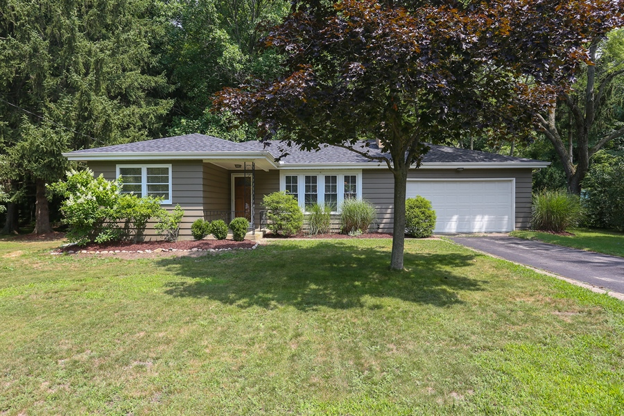 Real Estate Photography - 6713 Parkway Dr, sawyer, MI, 49125 - Front View