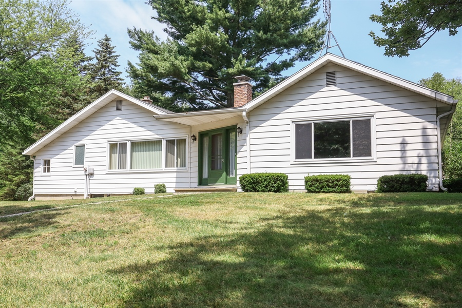Real Estate Photography - 15206 Lakeside Rd, Lakeside, MI, 49116 - Front View