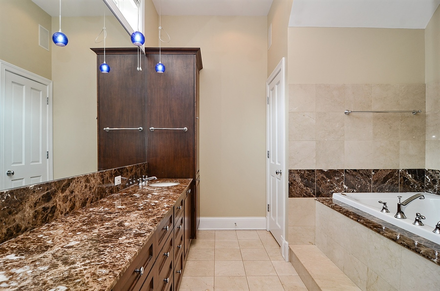 Real Estate Photography - 2226 N. Magnolia, Chicago, IL, 60614 - Master Bathroom - Jacuzzi Tub w/ Separate Shower