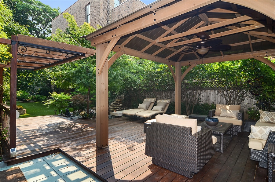 Real Estate Photography - 2226 N. Magnolia, Chicago, IL, 60614 - Side Yard - Pergola