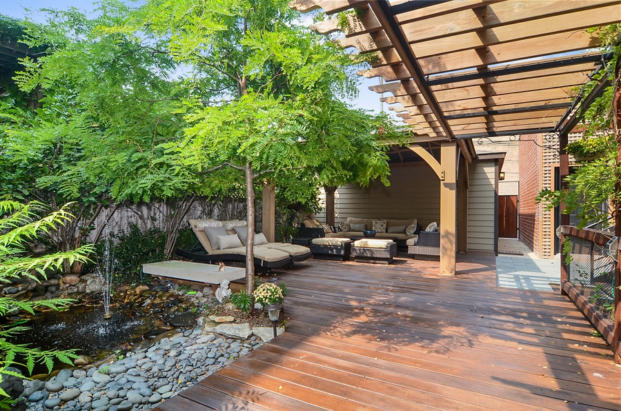 Real Estate Photography - 2226 N. Magnolia, Chicago, IL, 60614 - Side-Yard Pergola with Water Fountain