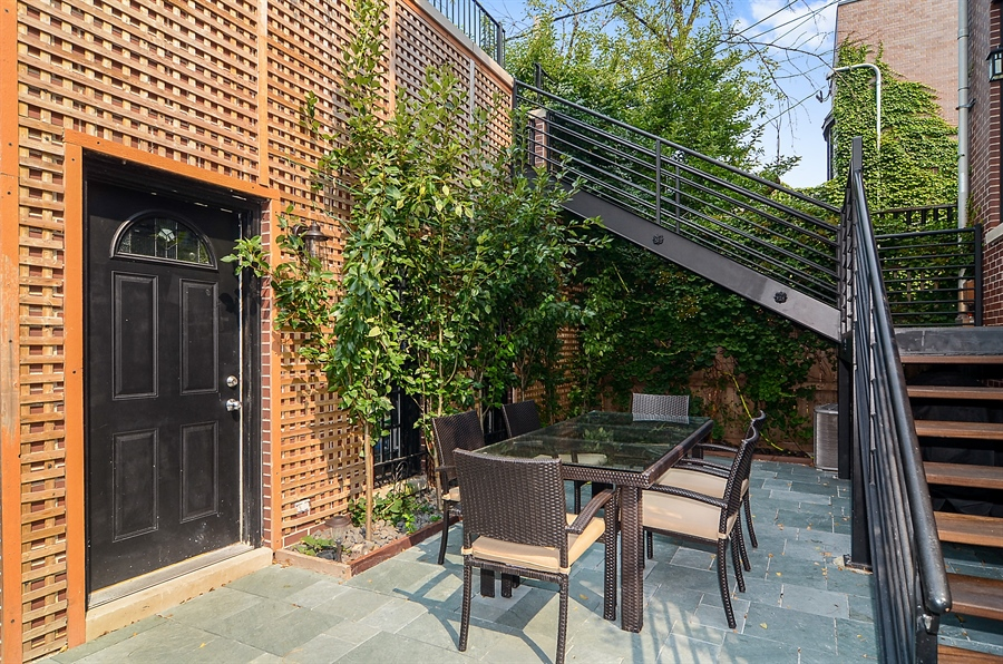 Real Estate Photography - 2226 N. Magnolia, Chicago, IL, 60614 - Outdoor Dining Area